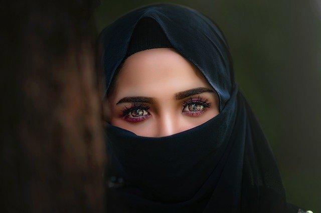 uplakané oči ženy.jpg
